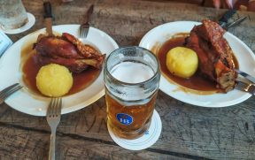 Almoço no Hofbrauhaus