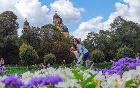 Irmãs no Hofgarten florido