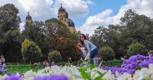 Amigas no Hofgarten florido