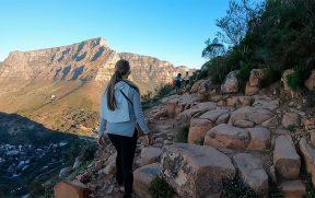 Trilha da Lion's Head e Table Mountain ao fundo