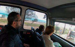 Parte coberta do ônibus de turismo