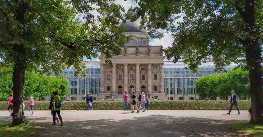 Roteiro em Munique: Residenz visto do jardim