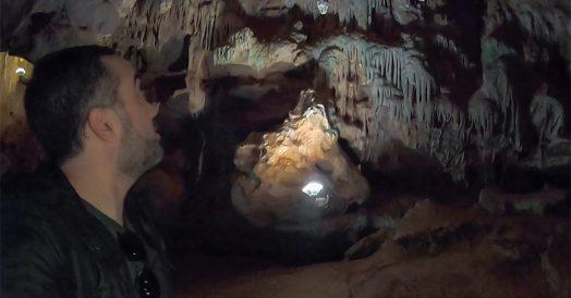 Vendo as Estalactites das Echo Caves