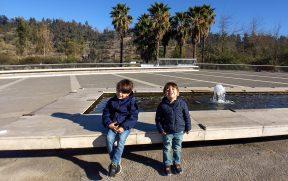 Crianças pegando Sol no Parque Bicentenário
