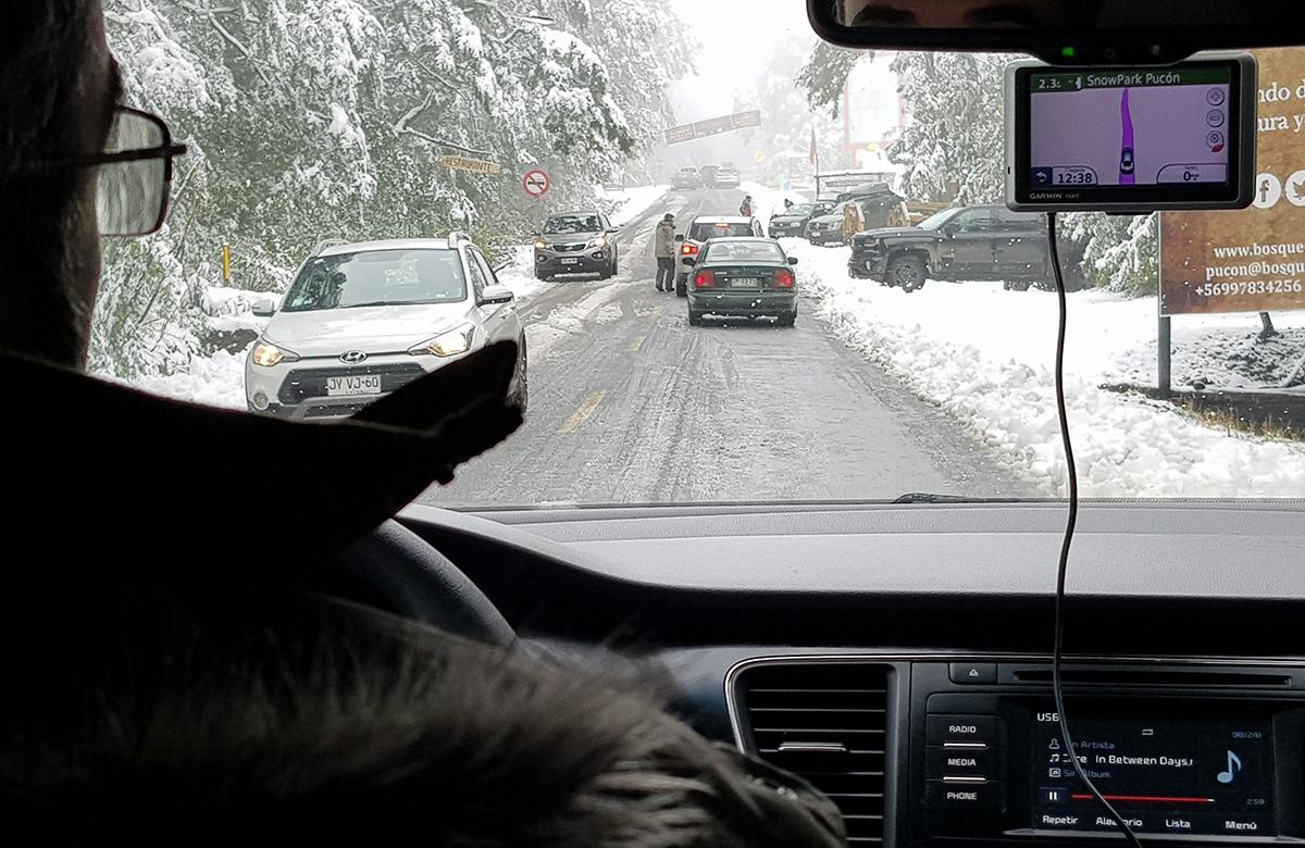 Dirigindo na neve no vulcão Villarrica em Pucón