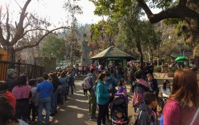 Enorme fila do funicular no Parque Metropolitano