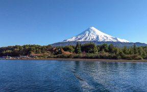 Vulcão Osorno visto do Lago de Todos los Santos