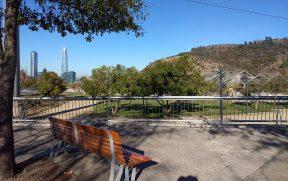 Parque Bicentenário com Sky Costanera ao fundo