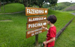 Placas do hotel Fazenda Ribeirão