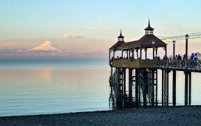 Pôr do Sol com vista do Osorno em Frutillar