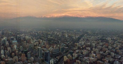 Cordilheira dos Andes durante pôr do Sol