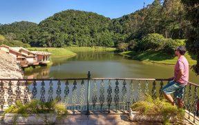 Curtindo a vista do lago na Fazenda Ribeirão