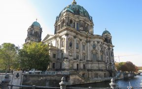 Berliner Dom ao lado do Rio Spree
