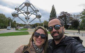 Self de casal no Atomium em Bruxelas