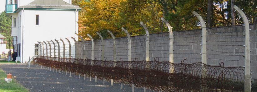 Trecho de cerca elétrica usada no campo de concentração