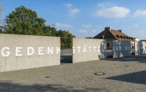 Muro de Chegada ao Centro de Visitantes em Sachsenhausen