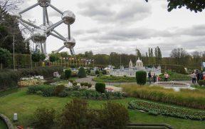 Mini Europe com o Atomium ao fundo