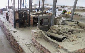 Ruínas dos fornos crematórios de Sachsenhausen