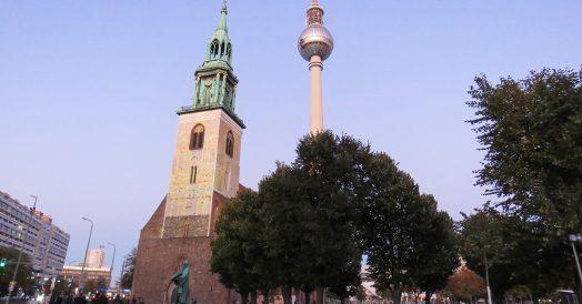 St. Marienkirche e torre de televisão